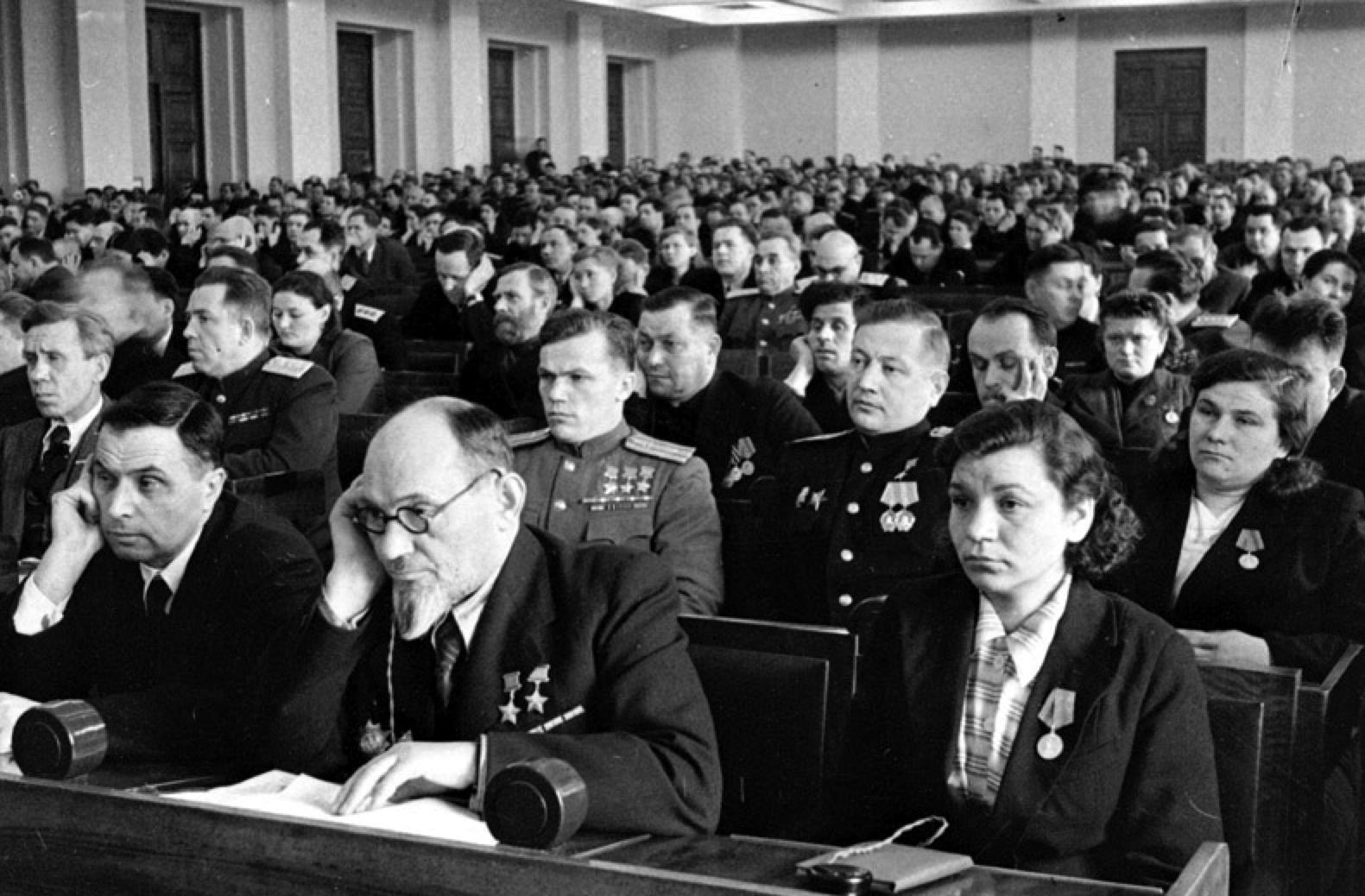 Ковпак, Кожедуб на заседании первой сессии Верховного Совета СССР.