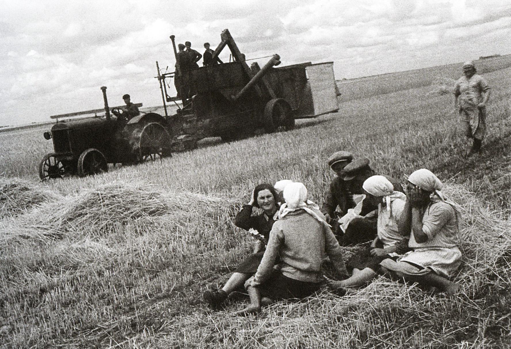 Рабочий перерыв на селе. 1933. Шагин. колхоз