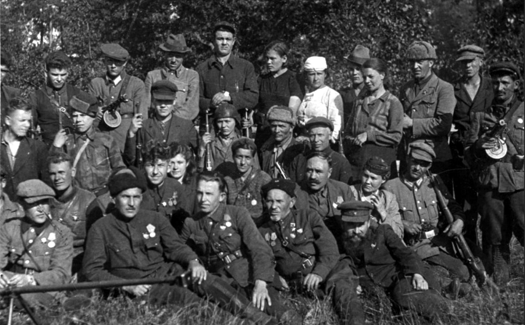 Сидор Ковпак с бойцами