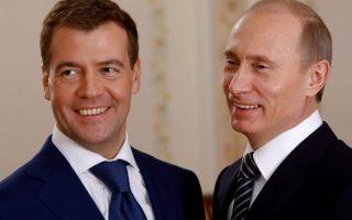 путин и медведев с улыбкой