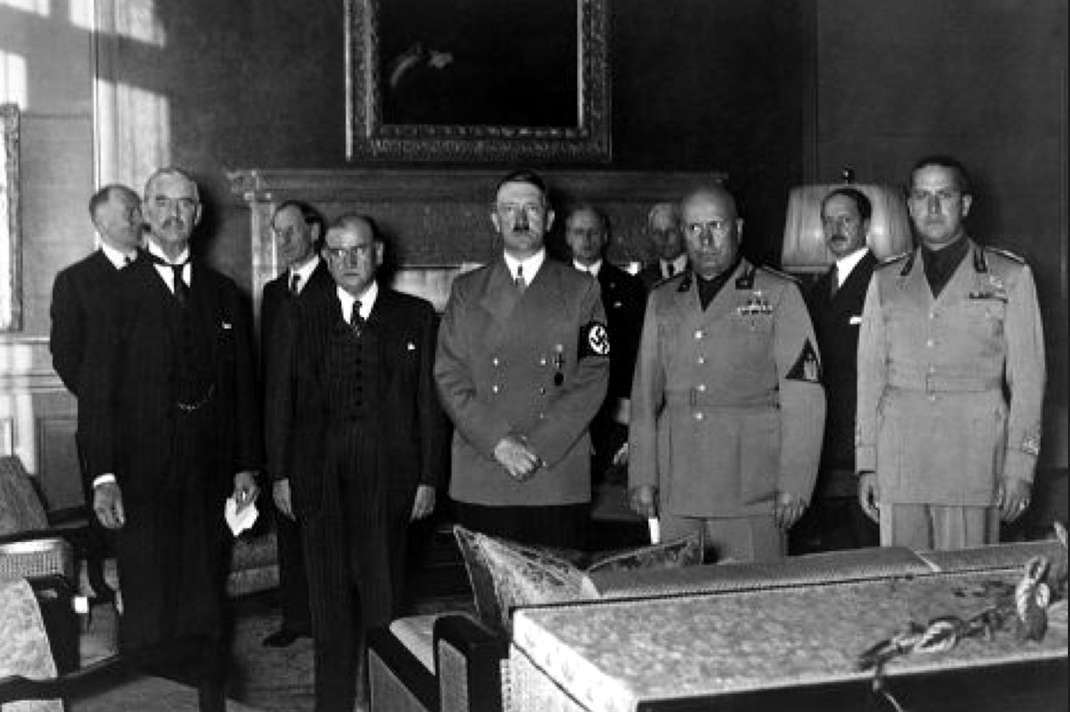 Гитлер и Чемберлен.png