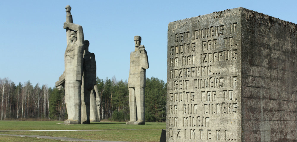 мемореал на месте концлагеря - фабрики крови для гитлеровских солдат