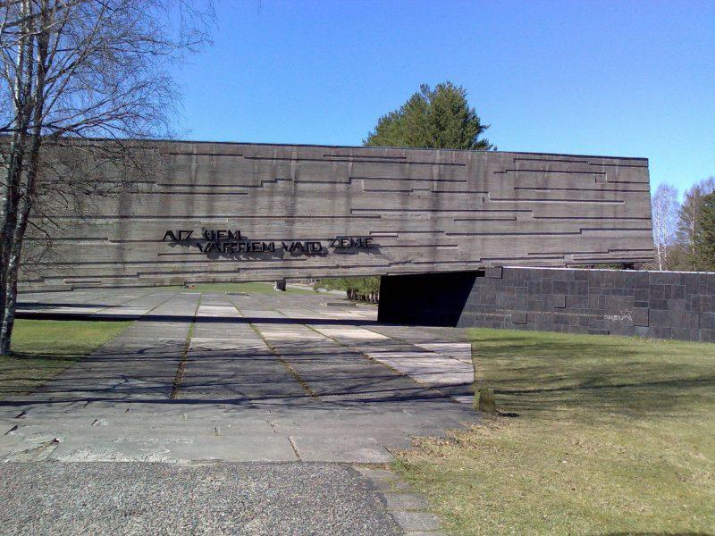 мемориал на месте концлагеря - фабрики крови2