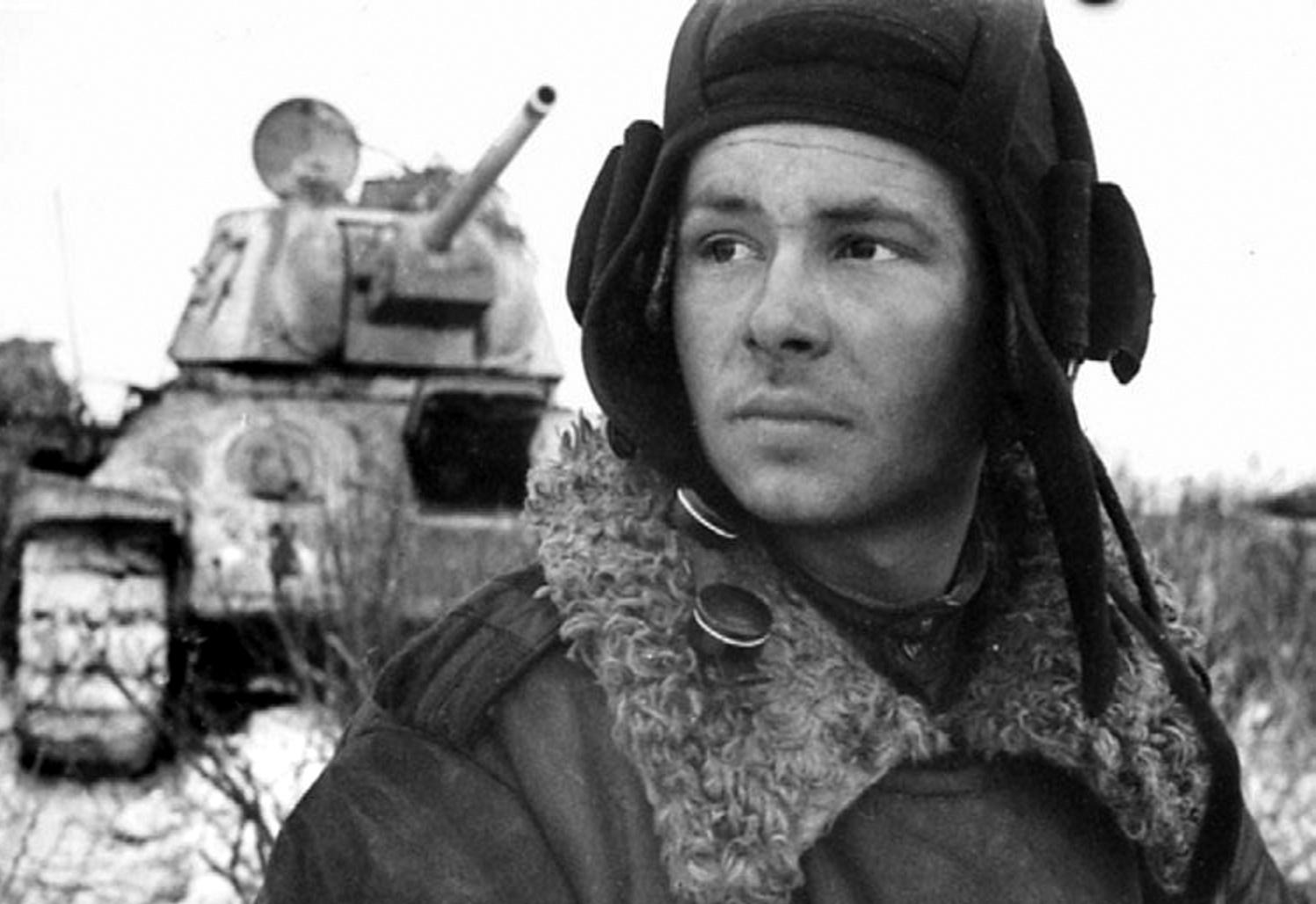 tankist-mihail-smirnov-t-34-1