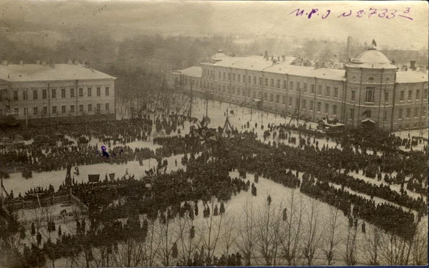 ploshhad-novosobornaya-v-den-perezahoroneniya-zhertv-kolchakovtsev-22-yanvarya-1920-g-png