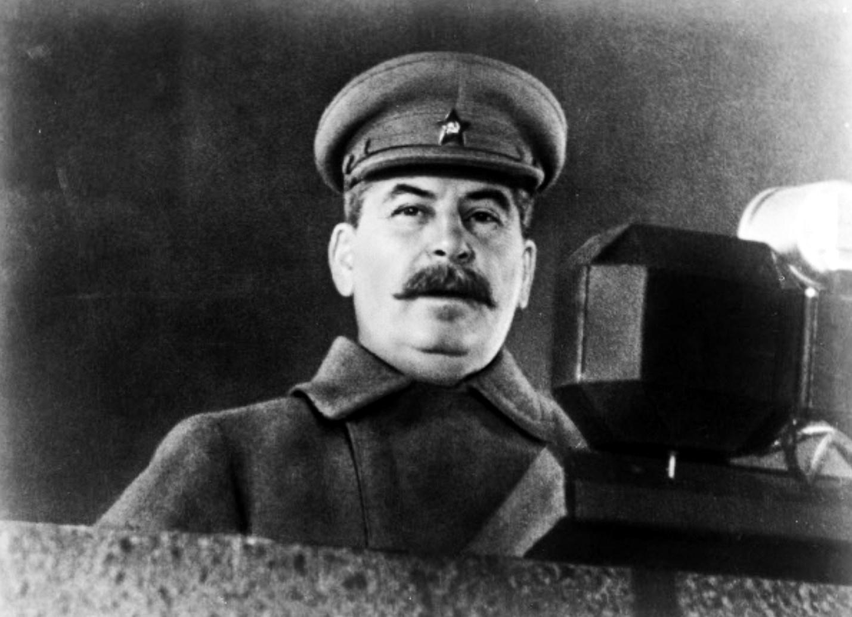stalin-na-parode-7-noyabrya-1941-goda