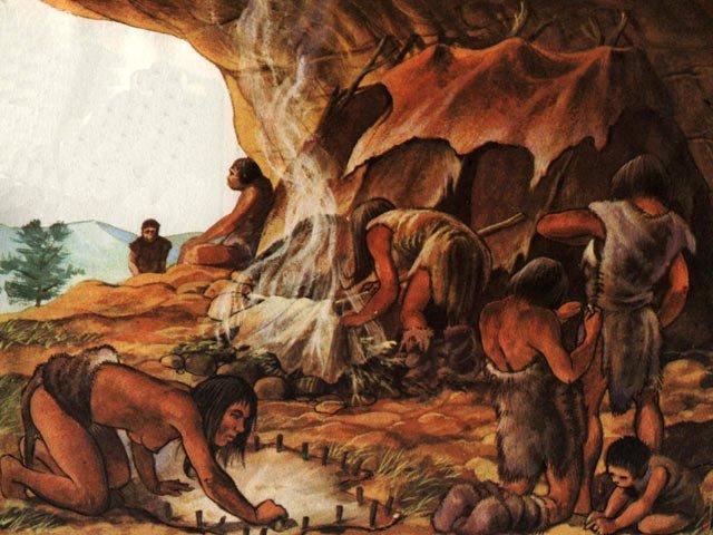 ноосфера - первобытные люди разделывают шкуры животных
