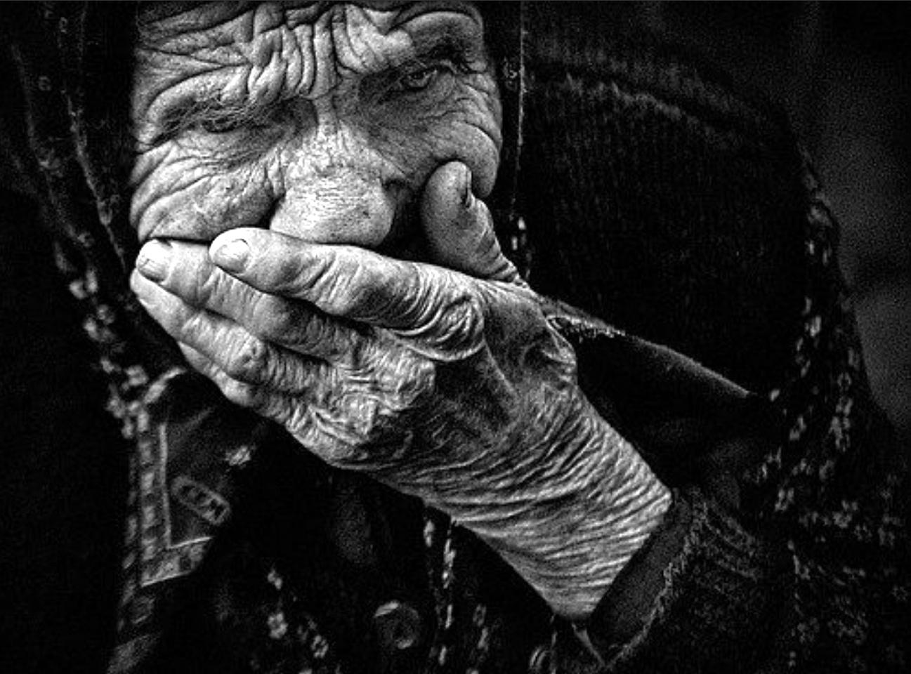 нищая старушка - бедность в РФ