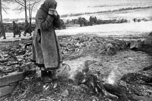 Пепелище на месте деревни - зверства фашизма
