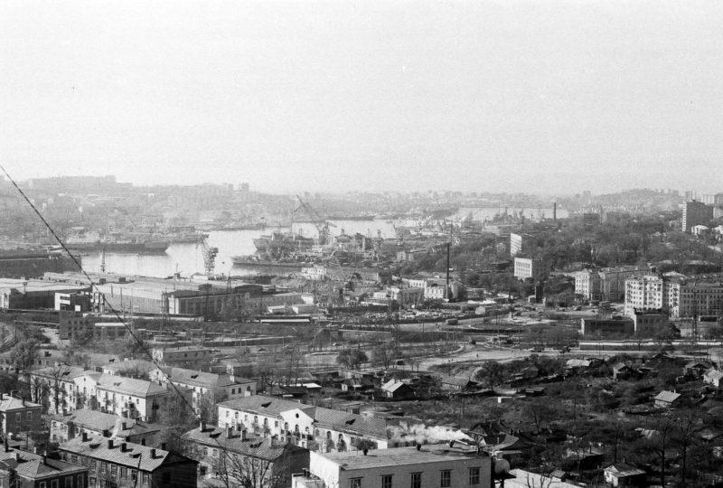 Владивосток - вид на Дальзавод, Луговую, Парковую с крыши дома 8 ул. Громова. Фото сделал Артюшенко Олег