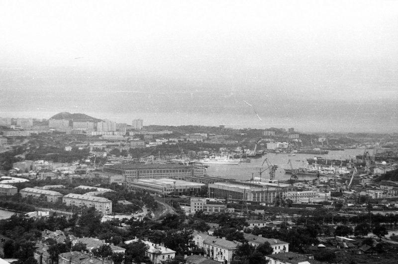 Владивосток - вид на Дальзавод, Парковую, Спортивную с крыши Громова-8. Фото Артюшенко Олега
