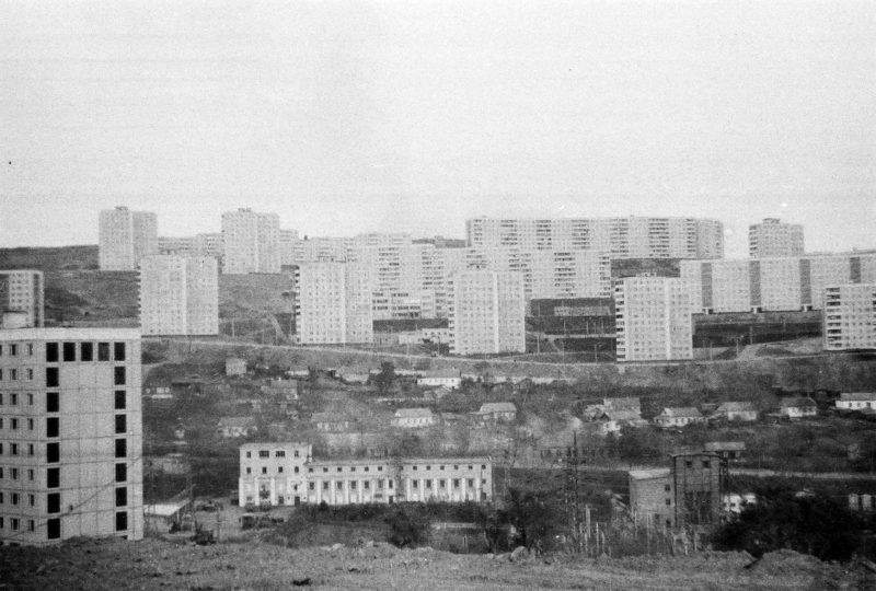 Владивосток - вид на Нейбута-2 и Стрелочников со стороны дома 10 ул. Громова. Фтото Артюшенко Олега