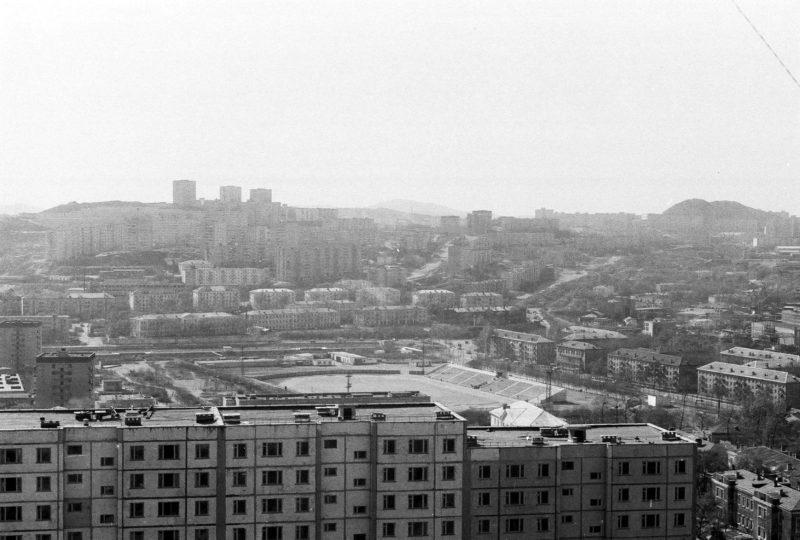 Владивосток - вид на стадион КТОФ, Спортивную, Школьную с крыши дома 8 ул. Громова. Фотографию сделал Артюшенко Олег