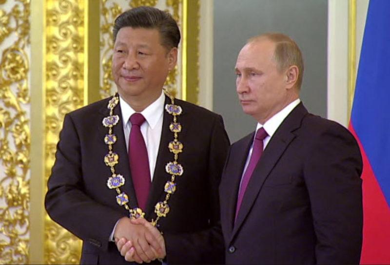 Путин наградил орденом китай